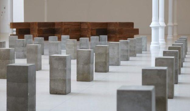 """Vista de la exposición """"La escultura como lugar"""" en el Palacio de Velázquez. © Imagen Museo Reina Sofía"""