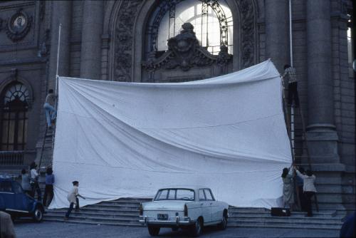 """C.A.D.A. (Colectivo Acciones de Arte) Detalle de la acción """"Inversión de escena"""" 1979 Museo Reina Sofía ©, 2016"""
